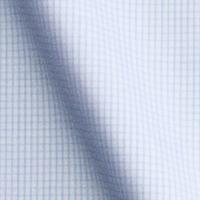 白をベースに、ブルーのチェック柄の生地。爽やかな印象を与えます。生地の厚みもある程度あるので、透けにくく着心地は良い。