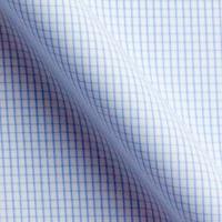 白をベースに、明るいブルーのチェック柄の生地。爽やかな印象を与えます。生地の厚みもある程度あるので、透けにくく着心地は良い。