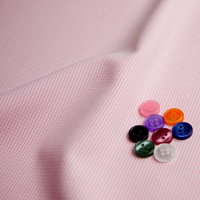 ボタンとホワイト / ピンク チェックの生地