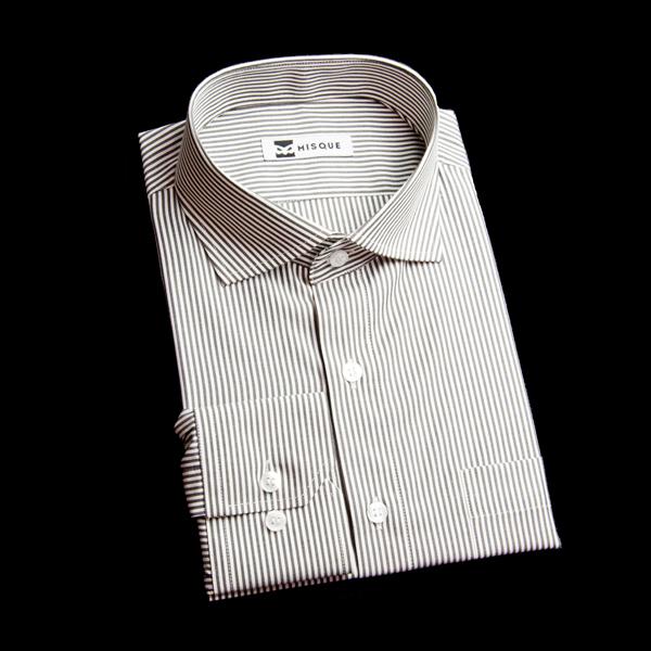 ワイドカラーの黒ストライプシャツ