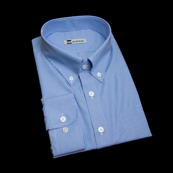 ブルーのストライプ柄 ボタンダウンカラー レギュラー ラウンドのワイシャツ