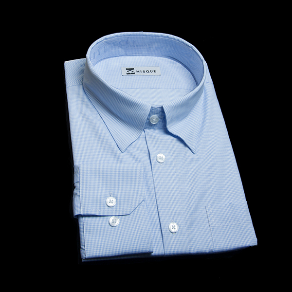 明るめブルーチェックのシャツ