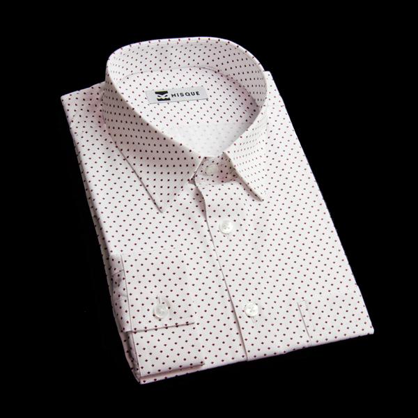 白地ベースの特殊模様のシャツで可愛い1枚に
