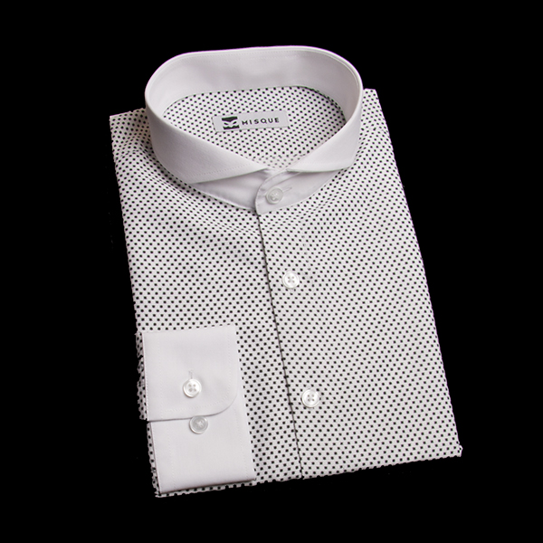アスタリスク柄のホリゾンタルカラーシャツ