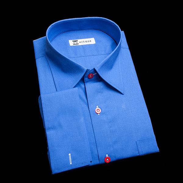 ダブルカフスのブルーシャツ