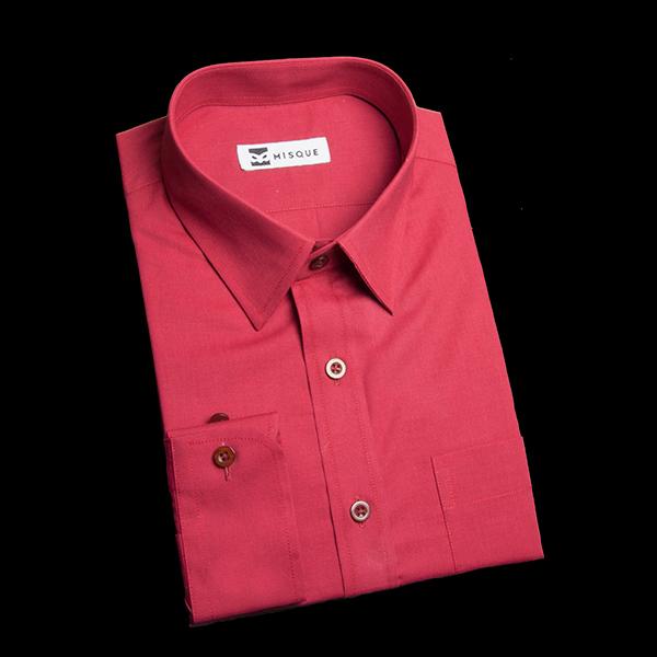 ショートポイントカラーのレッドシャツ