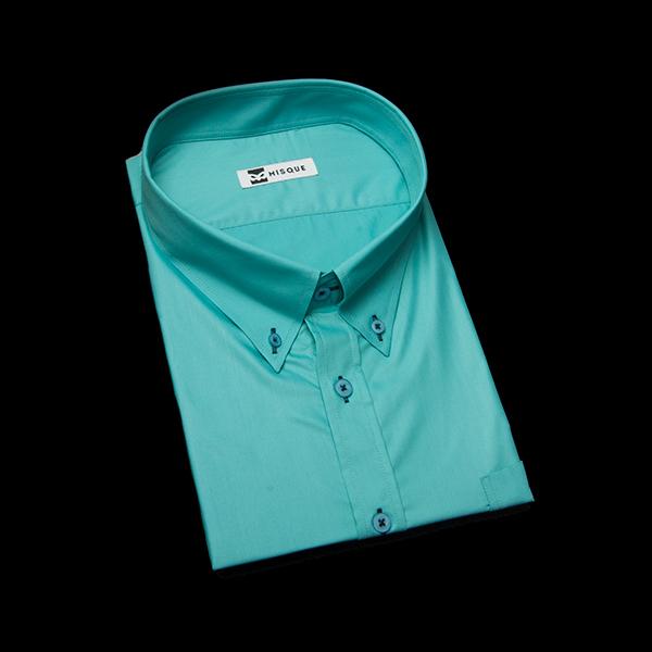 エメラルドグリーンのボタンダウンシャツ