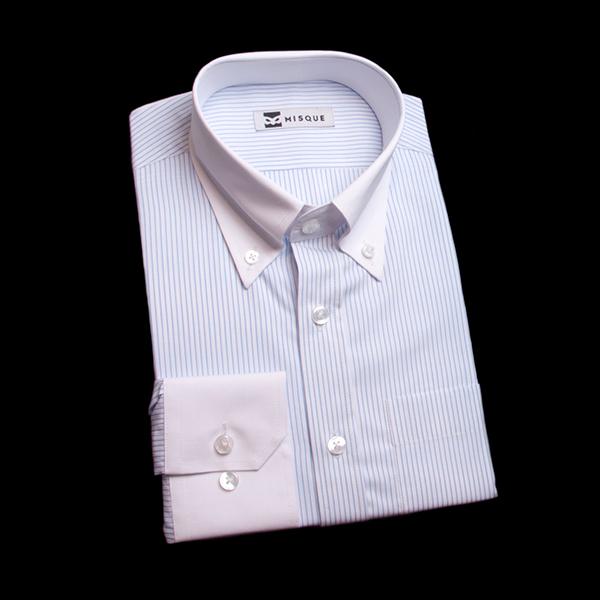 水色ストライプのクレリックシャツ